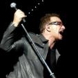 360: Bono greets the crowd (Perth, 2010)