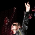 Vertigo: Bono Saluting the Crowd (Auckland, 2006)